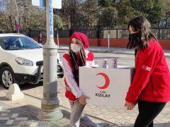 Kızılay'ın genç gönüllüleri yürekleri ısıtıyor