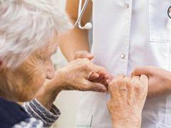 """Prof. Dr. Raif Çakmur: """"Parkinson Hastalığında, Hasta Yakınlarına Önemli Görevler Düşüyor"""""""