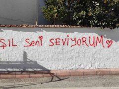 Duvar yazılarına sosyal medyadan cevap